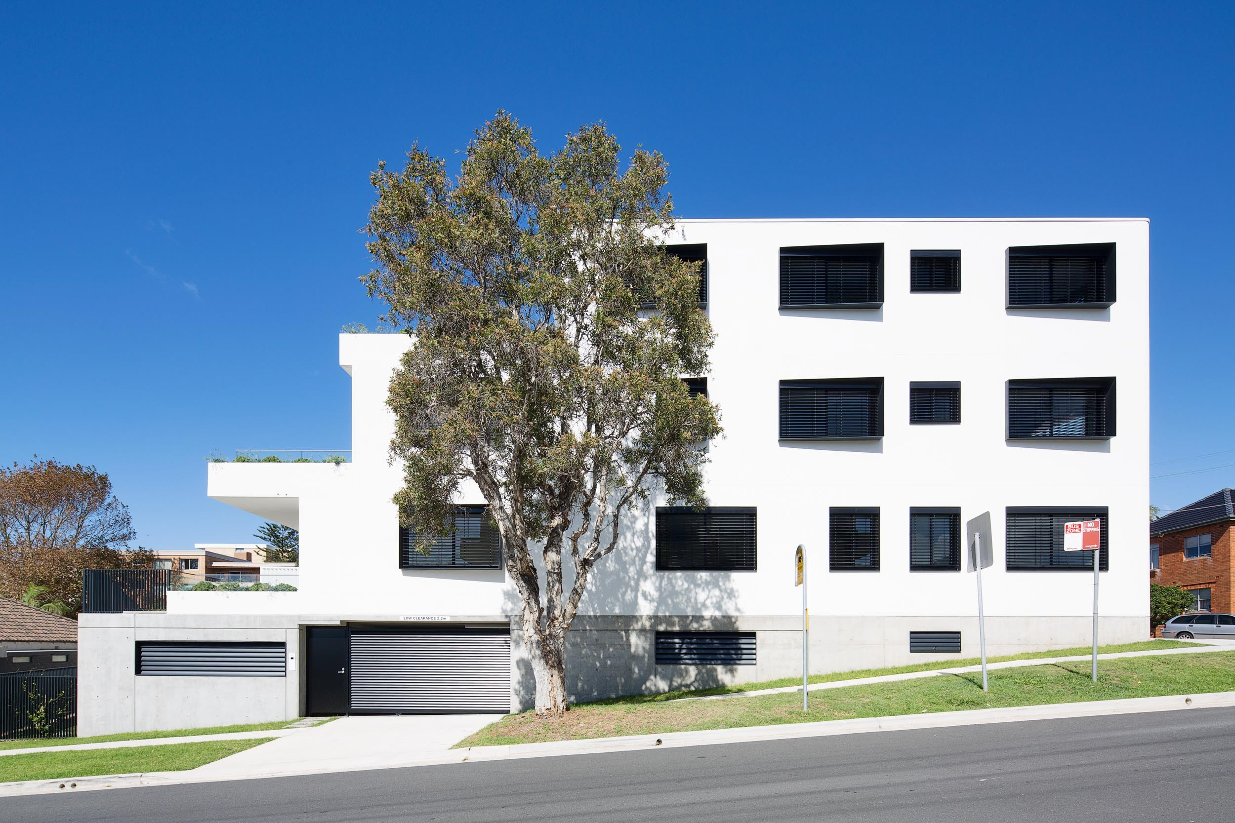 Airth Building Vaucluse